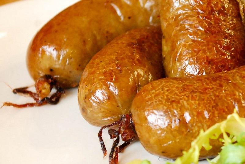 Картофельная колбаска — вкусно, доступно, сытно. Невозможно пройти мимо такой вкусноты.