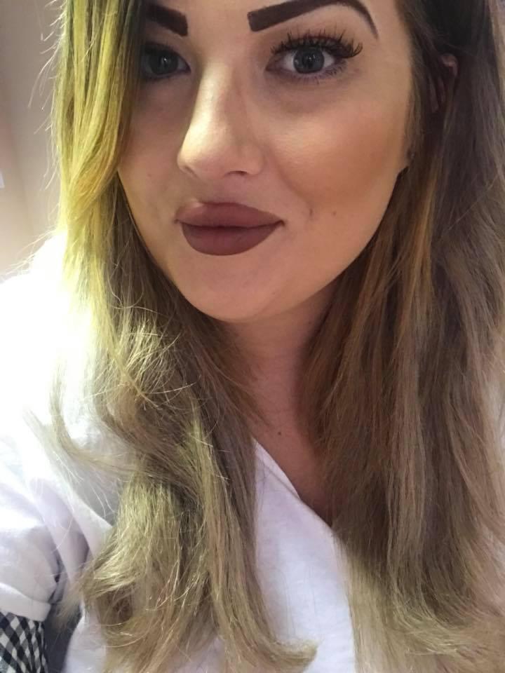 Девушка решила убрать волосы над губой при помощи дешёвого крема, но получила взамен прекрасные усы