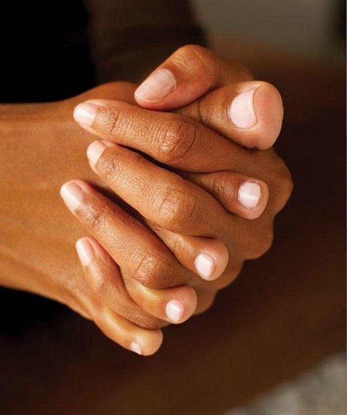 Чтобы старость не застала врасплох, выполняй «переплетение пальцев». Упражнение, которое вернет молодость и подвижность твоим ногам.