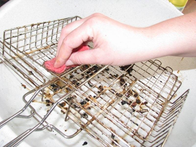 Пищевая сода — незаменимая и недорогая королева чистоты: 22 способа применения. Отлично справляется с жиром, плохими запахами, налетом.