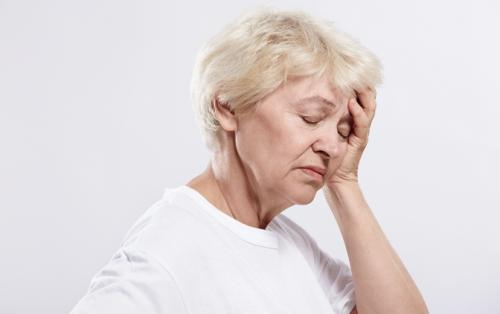 15 симптомов дефицита витамина В12 у женщин.