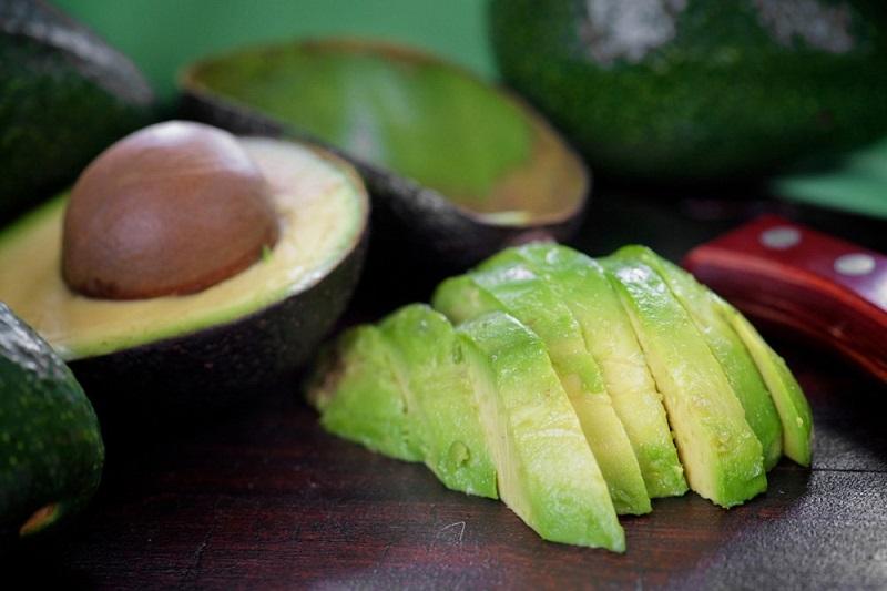 Если женщина съедает по одному авокадо в неделю, ее тело начинает трансформацию.