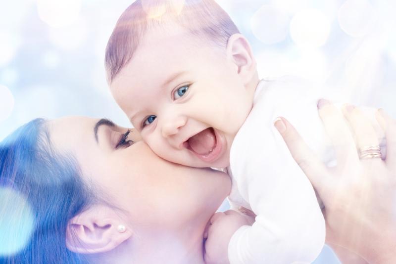 Как убаюкать младенца за 1 минуту: показывает опытная вьетнамская медсестра.