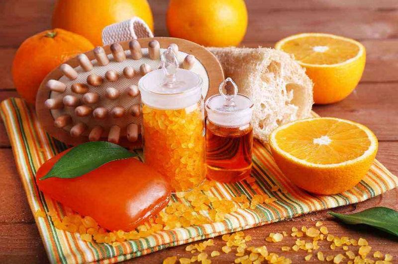 Продержал апельсиновые корки неделю в банке: 12 неожиданных способов применения. Из корок цитрусовых, оказывается, можно сделать много полезных вещей.