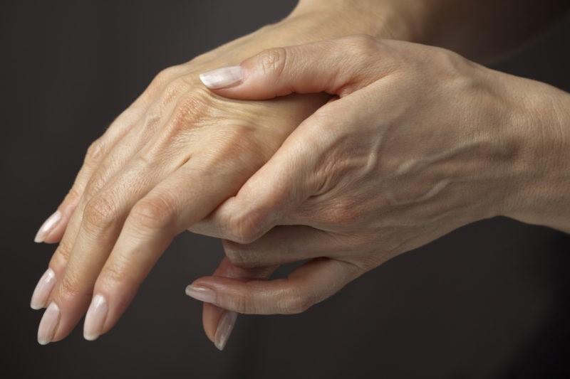 Мои руки были морщинистыми, как у дряхлой ведьмы, пока я не узнала эти средства!