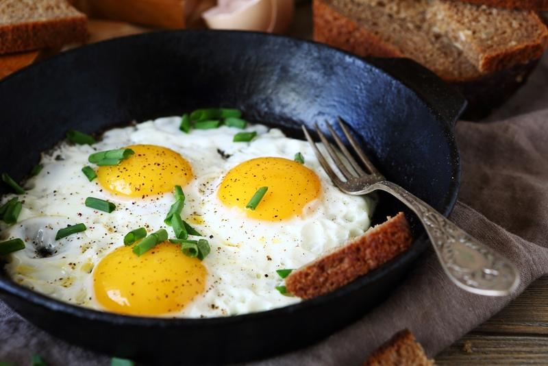 Что будет, если жарить яичницу на сливочном масле?