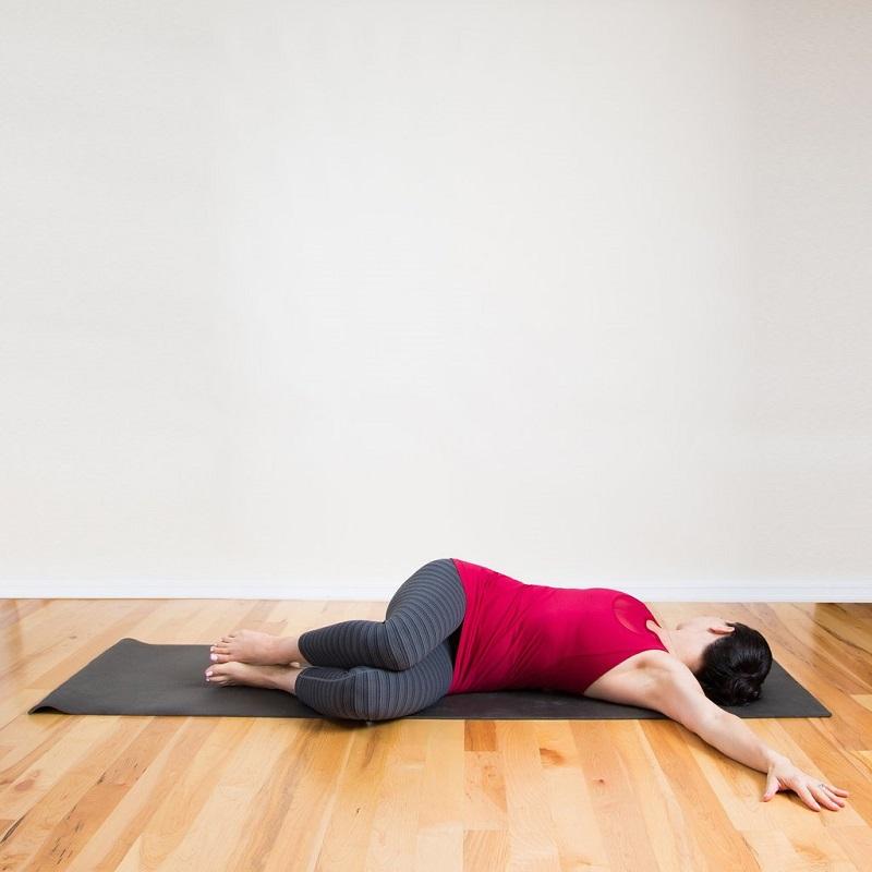 Разболелась поясница? Помогут 3 упражнения! Ляг на спину, колени к груди…