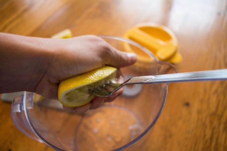 Лимонная вода с кожурой по утрам: кладезь витаминов и залог крепкого здоровья на долгие годы