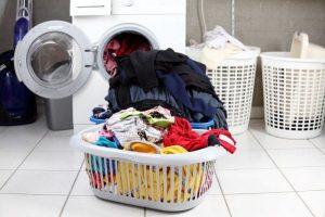 Деликатный режим: 10 ошибок во время стирки, которые испортят даже качественные вещи
