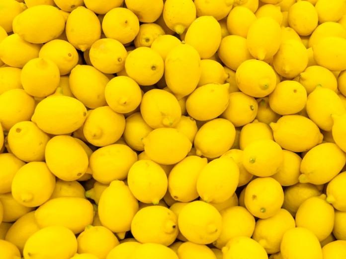 Лимон сильнее химиотерапии в 10000 раз Онкологические заболевания являются следствием закисления организма, и лечатся, как и все грибковые заболевания, ощелачиванием.