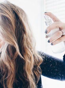 Как сделать лак для волос из того, что точно найдётся на кухне