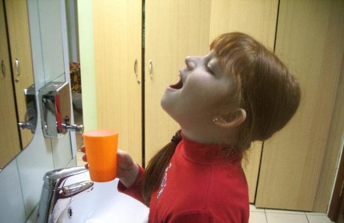 Она нанесла на ступни немного ополаскивателя для рта. Через полчаса случилось чудо!