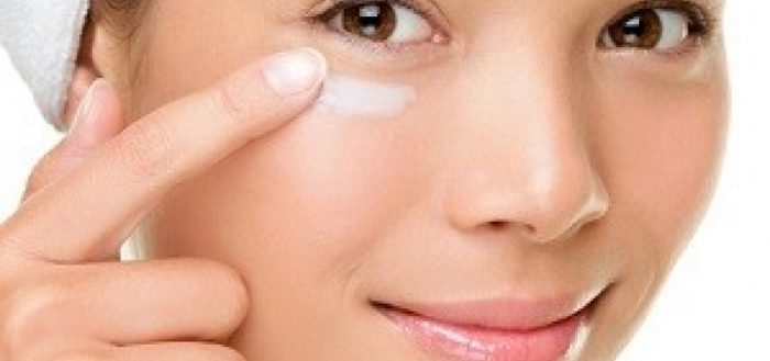 Как сделать 3-ингредиентный крем против старения для кожи вокруг глаз за 1 минуту