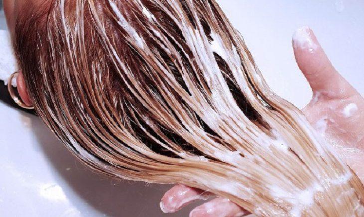 Три маленьких хитрости при мытье головы от специалиста