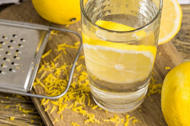 Жизнь без отеков: дренажные напитки домашнего приготовления