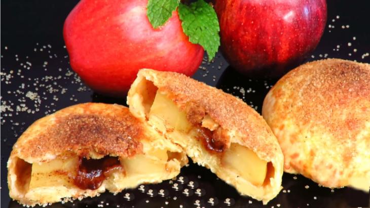 Ароматные пирожки с яблоками и корицей на необычном тесте
