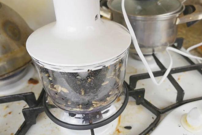 Как быстро почистить кило семечек