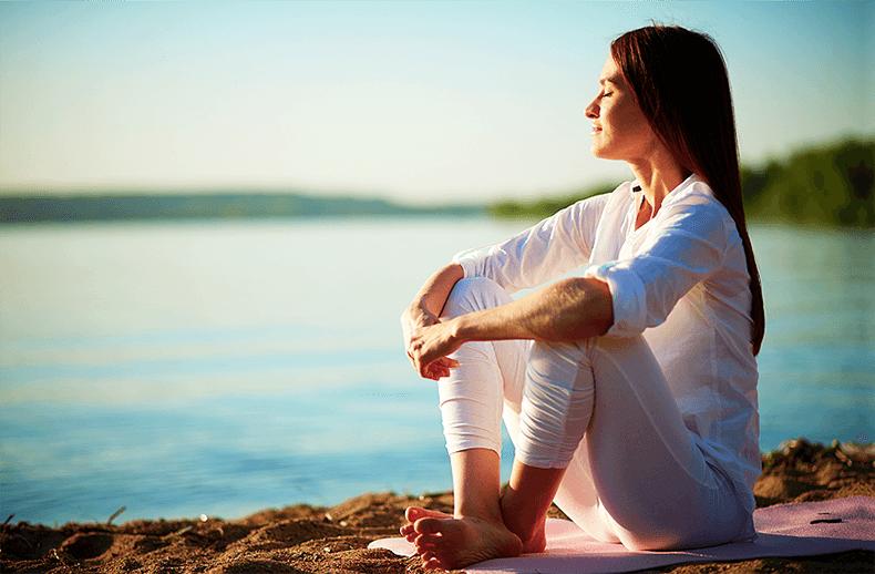 Что будет, если регулярно лежать ногами вверх перед сном? 7 приятных последствий