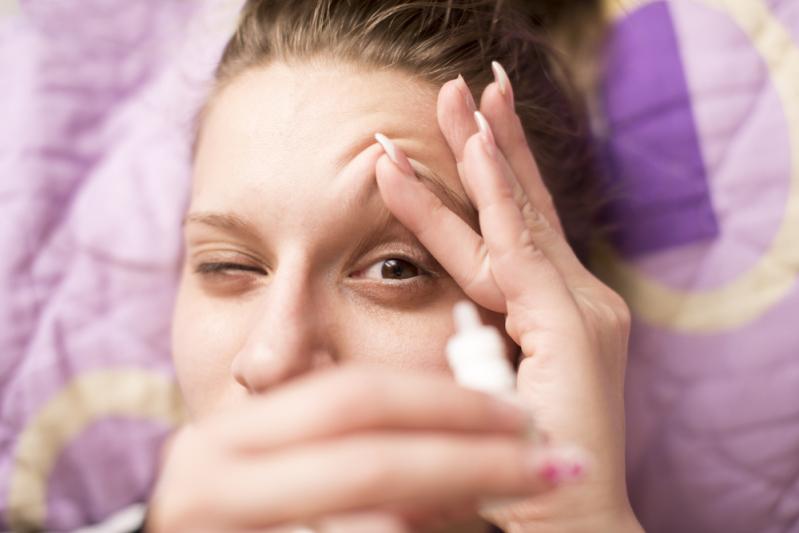 Постоянная сухость глаз — распространённый синдром. Почему ваши глаза сохнут и что с этим делать?