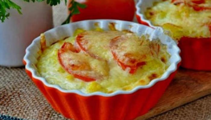 Запеченная цветная капуста с сыром и помидорами