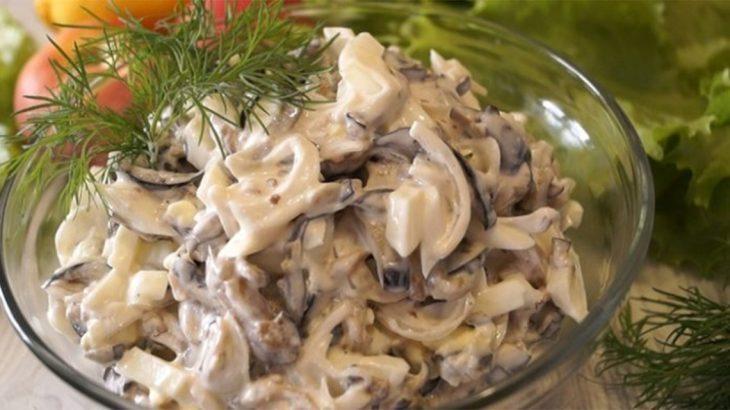 Оригинальный салат из яиц, лука и баклажанов – сводит с ума даже знатных дегустаторов