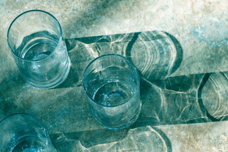 Все хотят пить щелочную воду. Но что это вообще такое?