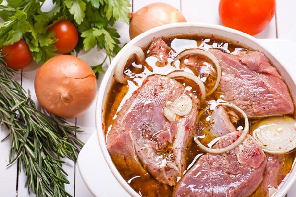 Как правильно замариновать вкуснейший шашлык. В таком маринаде даже сухая говядина будет хороша!