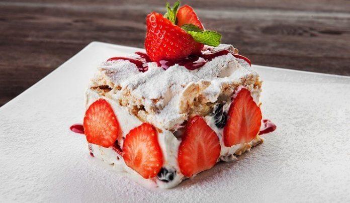 Попробуйте приготовить изумительный десерт «Павлова»