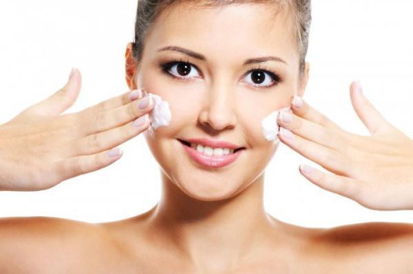 Как выбрать домашний крем для лица от шелушения кожи