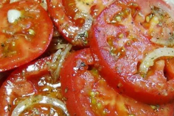 Делайте сразу две порции. Пикантная закуска из помидоров!