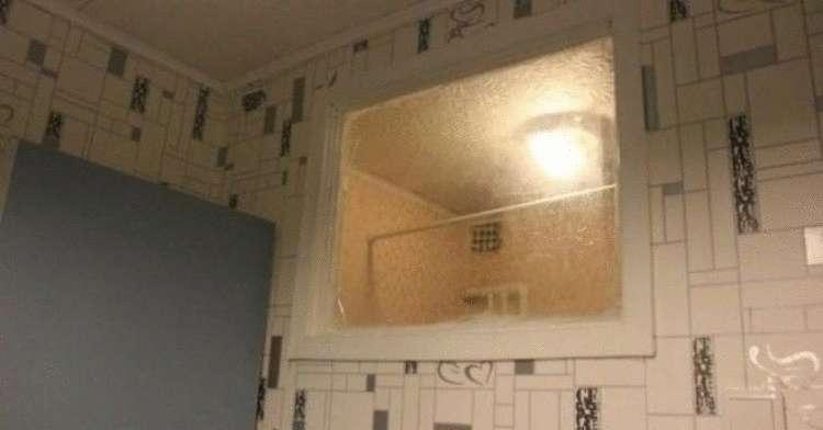 Так вот, оказывается, зачем в старых домах делали окно между санузлом и кухней